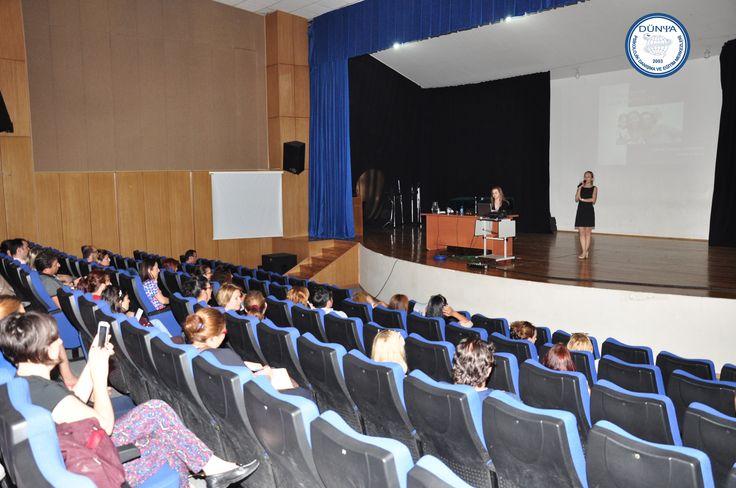 """Uzm. Psk. Şebnem Türkdalı Temizocak  İzmir Özel Türk Koleji Çiğli şubesinde """"Evde Pozitif Disiplin Yöntemleri"""" konulu seminer verdi."""