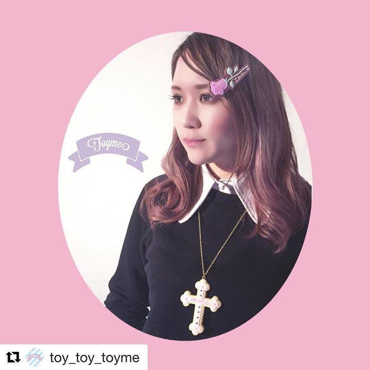 クロスネックレスはかなりボリューミーです #Repost @toy_toy_toyme  precious クロスネックレスと ローズ ヘアピン の着用イメージ Ceriseさんにてご購入いただけます  #fakeicingcookie #icingcookies #cross #rose #cerisestore  #Toyme