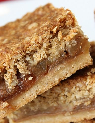 Apple Pie Bars #recipe | RecipeGirl.com