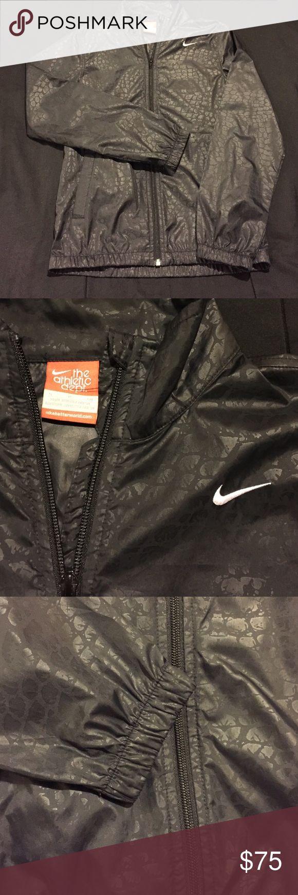 Nike Running Jacket Women's Nike running jacket! Light and great for rain Nike Jackets & Coats