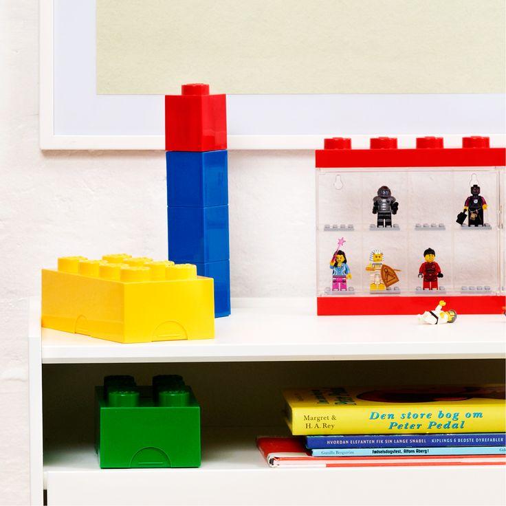 En sjov Lego drikkedunk/vandflaske. Udformningen af flasken er baseret på den klassiske LEGO klods med én knop og det ser ud som om fire klodser er stablet oven på hinanden.