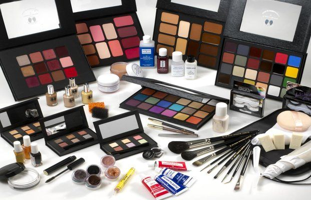 #Cosmetics #shopping in #Qatar - Shop for wide collection of Fashion Jewellery online at best prices at Hala Fashion.com also Shop the Cosmetics products largest selection of Makeup from popular in Qatar.