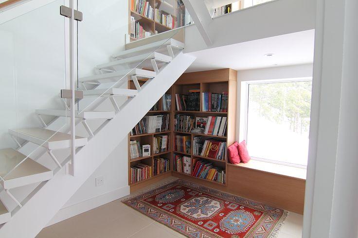 staircase bookshelves & reading nook & window seat!!!
