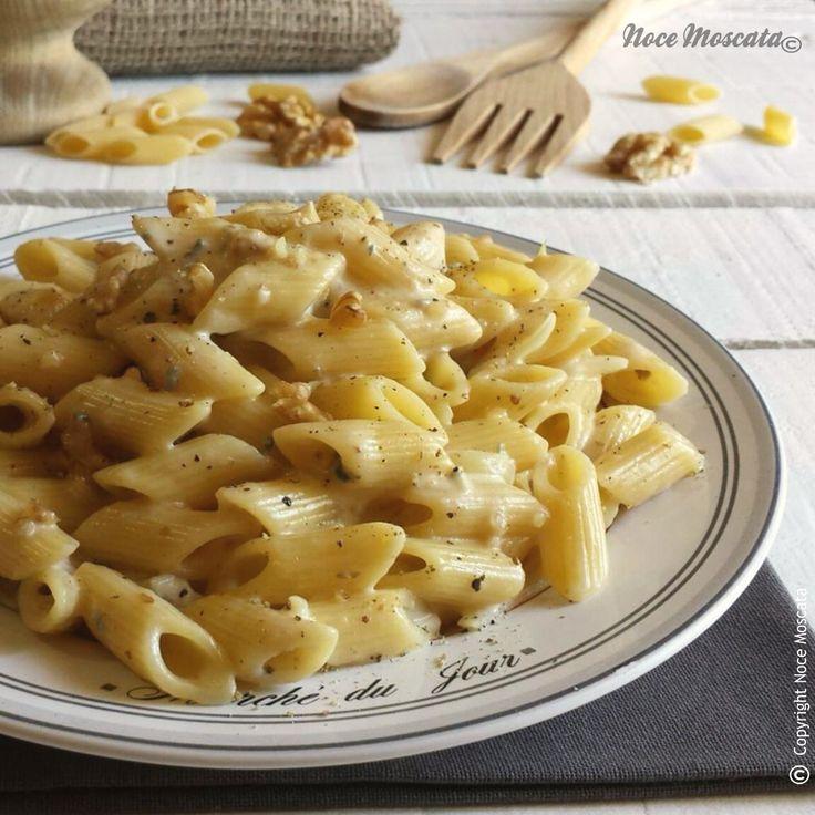 Mezze penne gorgonzola e noci. Provale con #Andalinilatuapasta! www.andalini.com