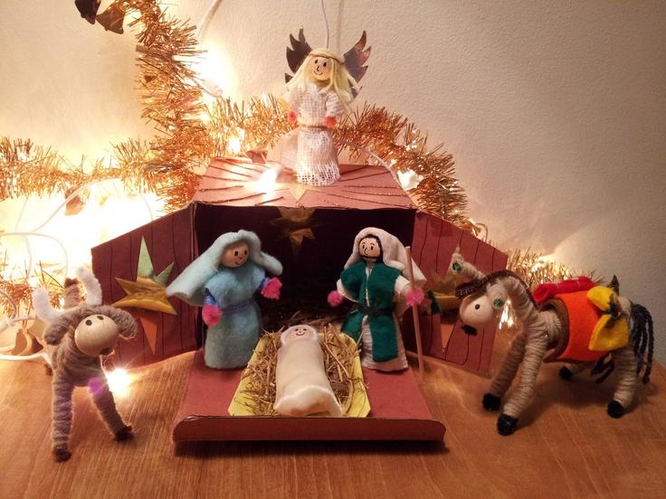Zelfgemaakte kerststal! Zie ook de koningen en herders...
