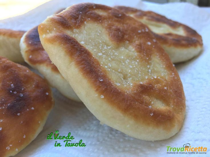 Focaccine con pasta madre in padella #ricette #food #recipes