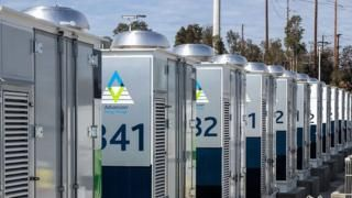 Cómo es la batería de litio más grande del mundo y a cuántos hogares puede darles energía en Estados Unidos - https://www.vexsoluciones.com/noticias/como-es-la-bateria-de-litio-mas-grande-del-mundo-y-a-cuantos-hogares-puede-darles-energia-en-estados-unidos/