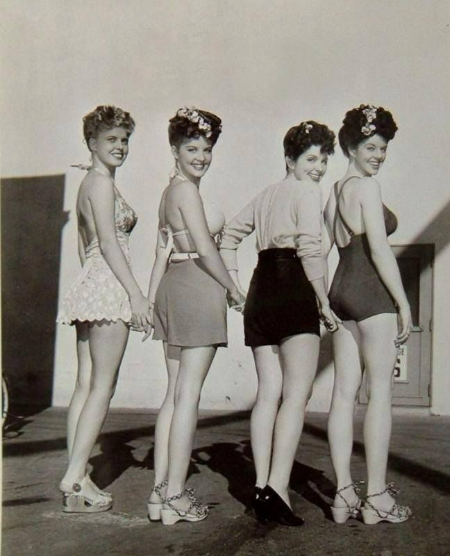 40s beach beauties