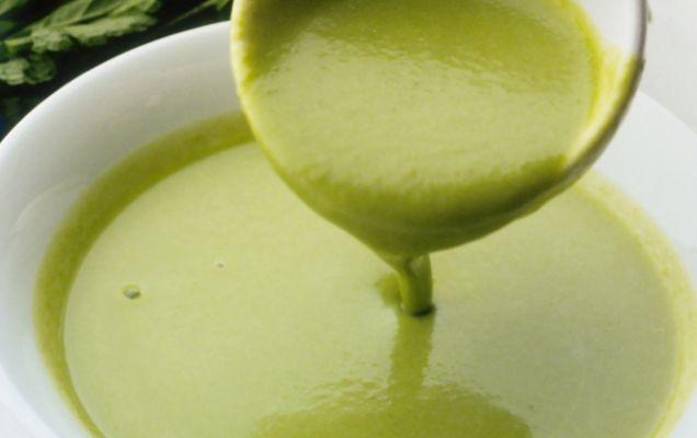 Βελουτέ σούπα με κολοκυθάκια και μυρωδικά