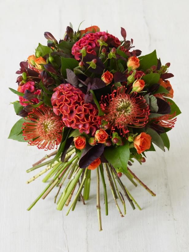 The experts at HGTV.com show how to create an autumn-inspired bouquet to use as a centerpiece or give as a gift.