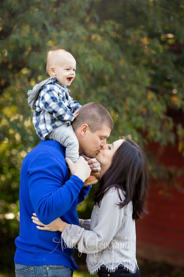 Packett – Armstrong Family | Ashley Goverman - family of 3 - family pose - family photo session