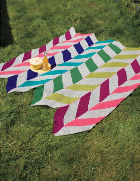 afghan...love the chevrons!  @Hailey Fanger, this reminds me of the cowl you're making!