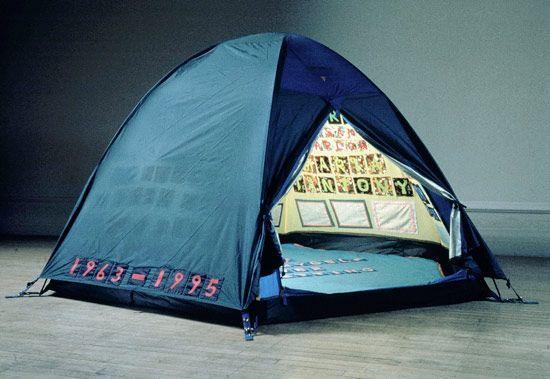 Conoscete Tracey Emin? È una controversa artista contemporanea inglese le cui opere (come 'My Bed') hanno sempre suscitato scalpore.
