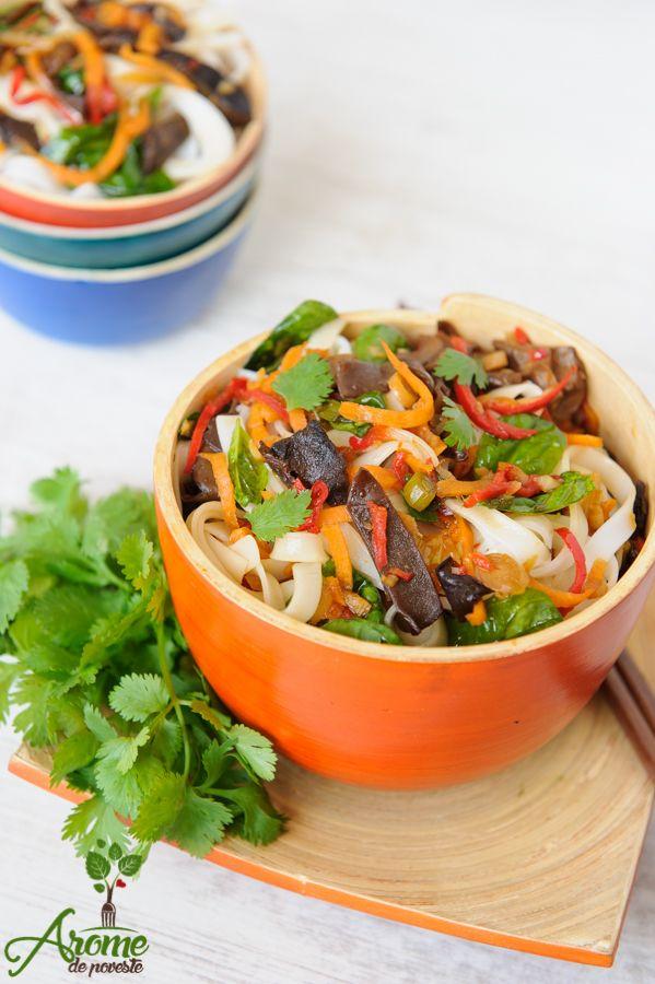 Cu aceasta reteta de noodles cu legume, ciuperci si sos soia cu ghimbir particip la concursul Rice Up, initiat de Asia Fest în parteneriat cu Tan-Viet si restaurantul Chefs Experience. O reteta foarte buna care nu trebuie ratata!