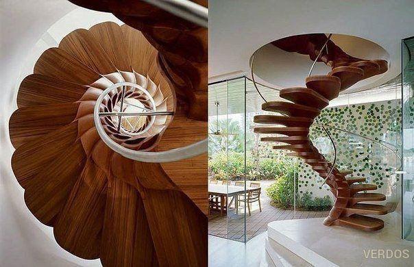 Прекрасная винтовая лестница