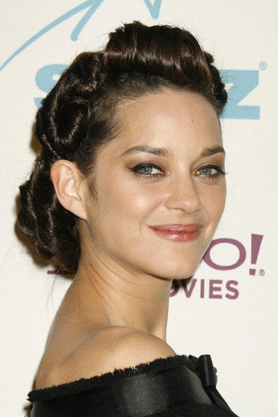 un chignon tress inspir des ann es 40 marion cotillard. Black Bedroom Furniture Sets. Home Design Ideas