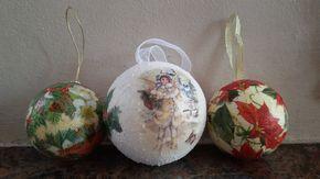 Tutorial sfere in polistirolo come decorazione per l'albero di natale Occorrente: prima sfera: sfera polistirolo, colla vinilica, tovaglioli o carta di riso,...