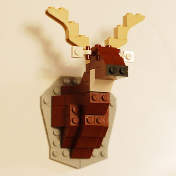 cabeça de alce em Lego para decoração;