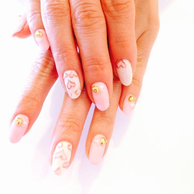 ピンクのラブリーネイルは定番♡結婚式の花嫁のネイル参考例♡真似したいウェディング・ブライダル♡
