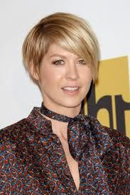 Jenna elfman short haircuts for fine hair, Beautiful Photo of Jenna elfman short haircuts for fine hair Close up View, Take a Look. http://shorthaircutswomen.com/cute-short-haircuts-for-fine-hair/