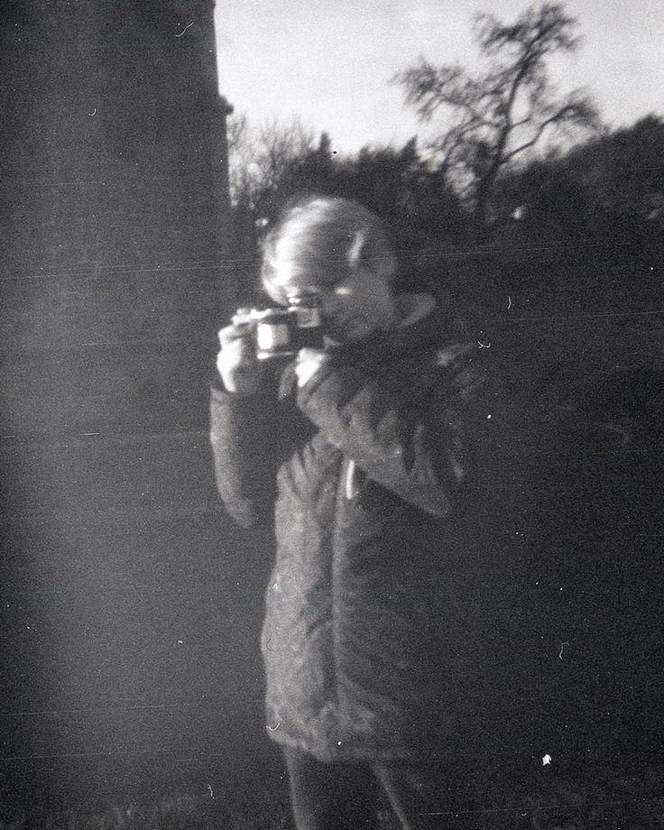 Neupravený sken z dírkové kamery - fotografie bez optiky. A raw scan from film negative #pinholecamera  #dianaplus #fomapan #foma #scanned #unesco #trebic #basílica #fotoworkshop #dirkovakomora