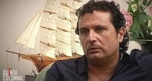 """#iononguardoschettino L'annuncio di """"Quinta Colonna"""" dell'intervista a Francesco Schettino ha scatenato la protesta su Twitter (oltre 5.000 tweet) contro il presunto onorario pagato da Mediaset http://ht.ly/cbuTH Che ne pensi?"""