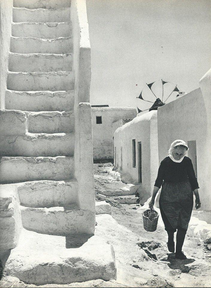 1950-55.Β.Παπαϊωάννου. Γυναίκα στο σοκάκι.