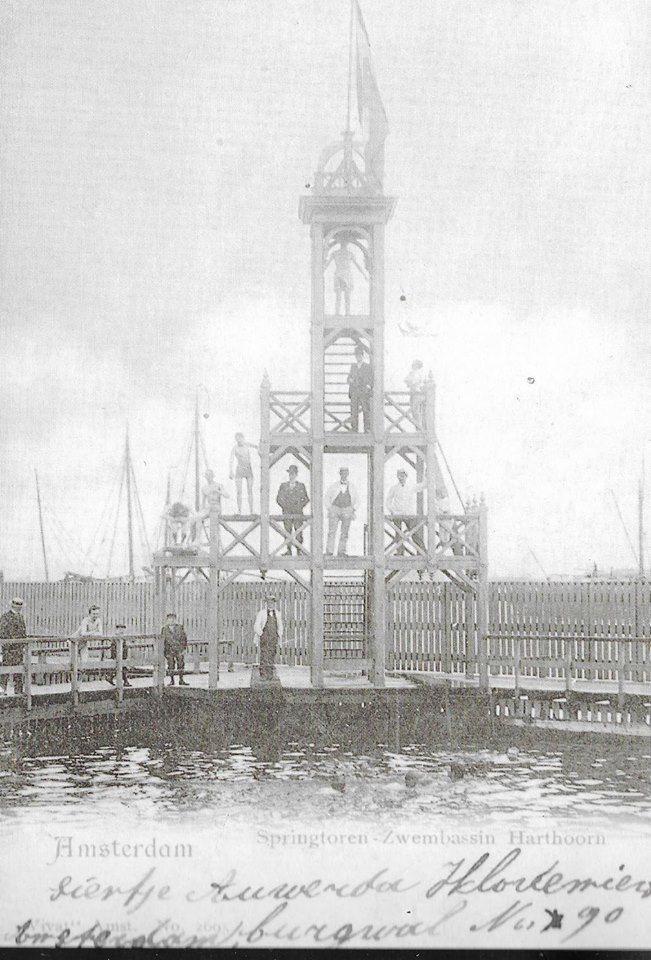 Amsterdam, Nabij het Stenen Hoofd aan de Westerdoksdijk werd in 1846 een (door Mac. C. Harthoorn in 1891 overgenomen) zwembad geopend.Na een grondige vebouwing werd ook een springtoren geplaatst. Het zwembad is -wegens havenuitbreiding- in 1920 gesloten.
