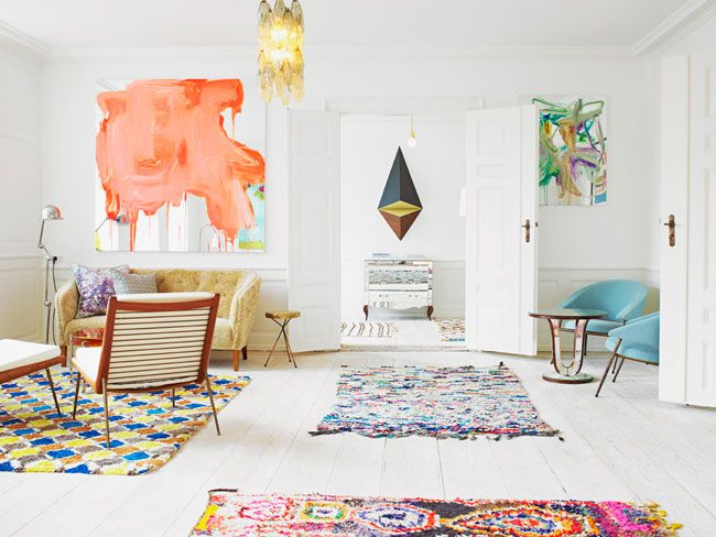 Image Via: Britta NickelHome Magazines, Interiors, Livingroom, Colors, White Living Room, Rugs, White Wall, Apartments Living, Painting Mirrors