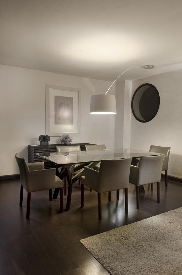 La zona pranzo del salone valorizzata dalla twiggy soffitto che riprendendo l 39 elemento della - Mollettone per stirare sul tavolo ...
