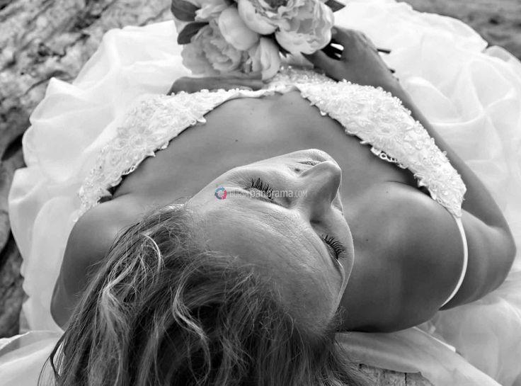 Prenses Diana'dan Grace Kelly'ye, Marilyn Monroe'dan Angelina Jolie'ye moda tarihinin en çok akılda kalan gelinleri ve gelinlikleri…  #gelin #gelinlik #bride #dream #düğün #wedding #weddingdress #bridal  https://www.bursapanorama.com/tum-zamanlarin-en-guzel-gelinlikleri/