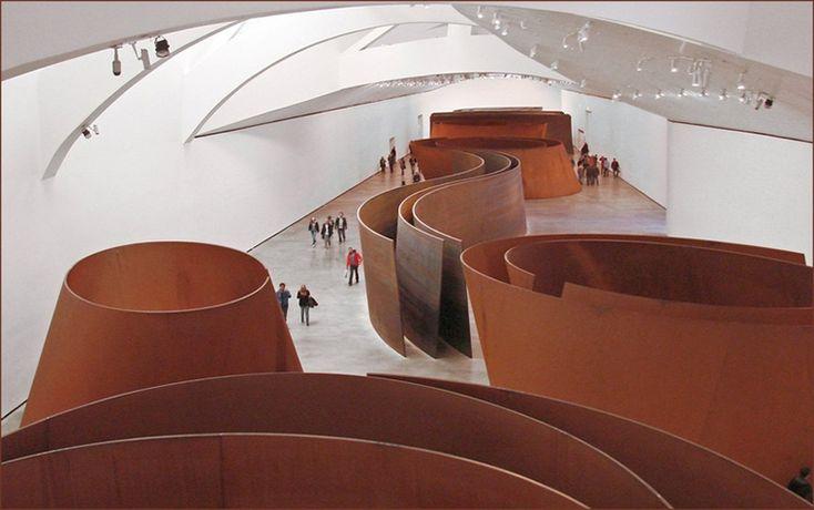 """""""The Matter of Time"""" ficou 11 anos no Museu Guggenheim Bilbao, na Espanha. Richard Serra,   É considerado um dos maiores artistas do século por suas esculturas, mas é através de seus desenhos que funcionam como anotações cotidianas, que Richard Serra se inspira para produzir sua arte abstrata."""
