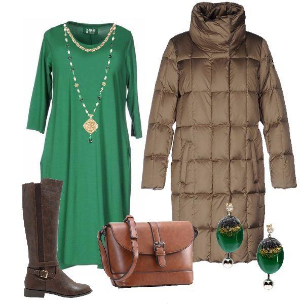 A+passeggio+in+una+città+di+montagna.+Freddo+pungente+ma+ci+difende+bene+il+piumino+imbottito.+Abbiniamo+un+semplice+vestito+in+un+bel+colore+squillante,+verde+ad+esempio.+Stivali+comodi+e+una+borsa+capiente.+Una+bella+collana+e+orecchini+su+toni+verdi+completano.