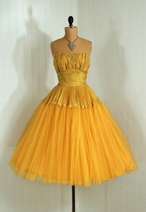 Another beautiful dress from 1957 - what a time for women's feminine dresses
