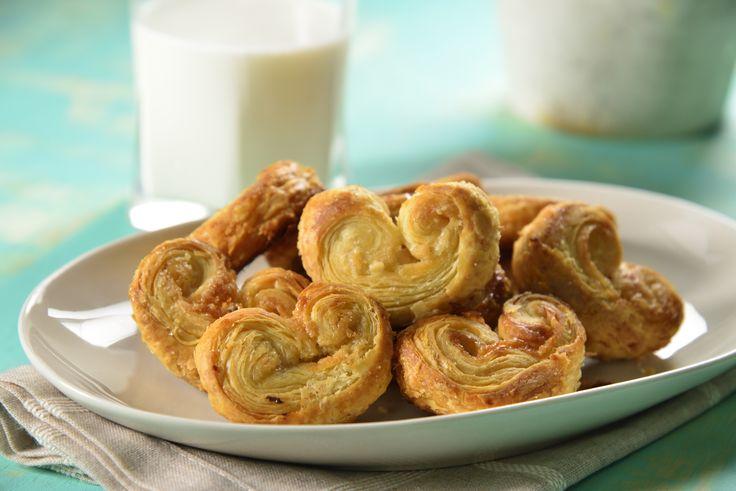 Aquí te dejamos una receta de las clásicas orejitas de hojaldre de la panadería mexicana. Son crujientes y azucaraditas y seguro te sorprenderás de los fáciles que son de preparar. Diviértete con tus hijos y prepárenlas juntos.