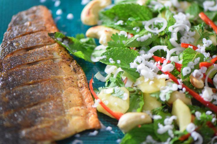 von kuechenereignisse.com  Wolfsbarsch mit Kokos-Salat