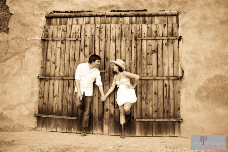 Old barn door .. Cowboy hat