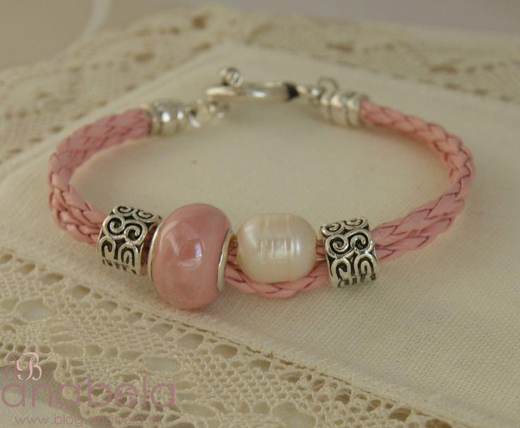 Pulsera de cuero en color rosa