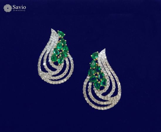 The sensuous and stylish earring that state fine artistry, luminous diamonds, enduring metal, makes an undying promise to live through the ages. Just as the dewdrops are to nature, this pair of earrings oozes out the true beauty in you. #savio #saviojewellery #jewellery #diamonds #emerald