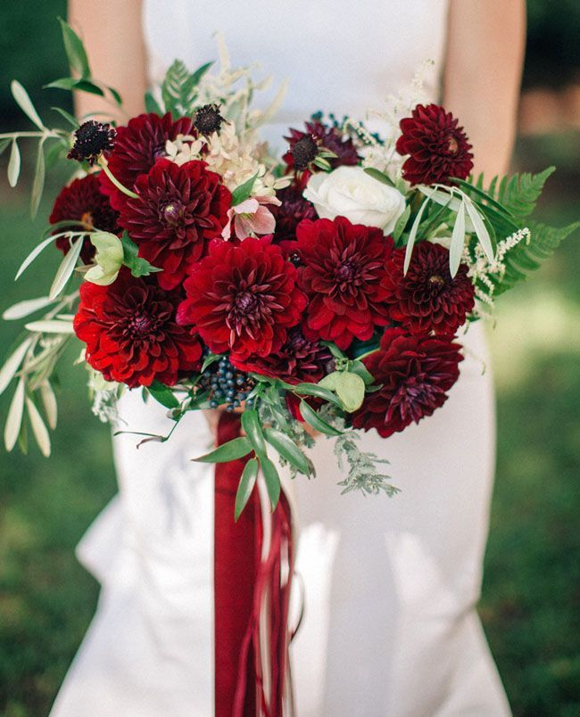 Red berry dahlia bouquet - Deer Pearl Flowers