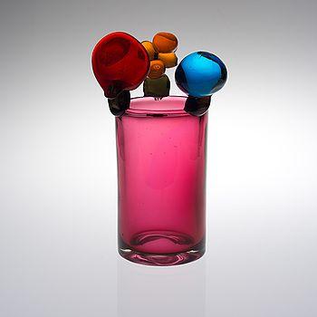 OIVA TOIKKA, OIVA TOIKKA, GLASS SCULPTURE. Pompom vase. Sign. Oiva Toikka Nuutajärvi Notsjö, late 1960s. #bukowskis #bukowskismarket #design