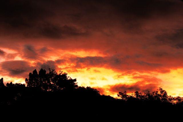 When the sun down , The Dark Rises ...  #photograph #falling #sky #lembayung #senja #bandung #ciumbuleuit #dark #burn