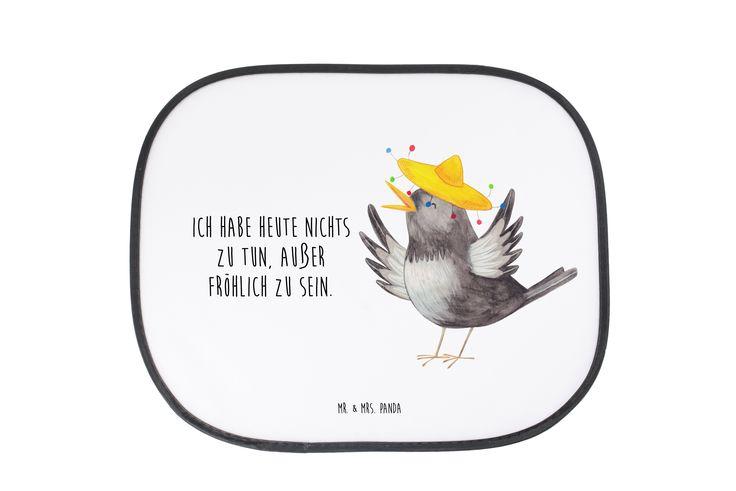 """Auto Sonnenschutz Rabe mit Sombrero aus Kunstfaser  Natur - Das Original von Mr. & Mrs. Panda.  Der einzigartige Sonnenschutz von Mr. & Mrs. Panda ist wirklich etwas ganz Besonderes - er hat die Größe 38x44 cm und wird mit zwei Saugnäpfen ausgeliefert. Im Lieferumfang ist ein Sonnenschutz inkl. 2 Saugnäpfen enthalten.    Über unser Motiv Rabe mit Sombrero  Unser süßer Rabe mit Sombrero aus der """"Small World"""" - Kollektion ist unser kleiner Freudenspender.    Verwendete Materialien  Die…"""