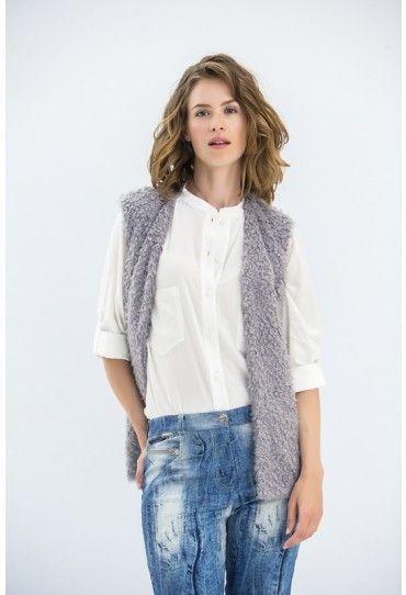 Musthave blouse: met opstaand halsboordje en opgestikte borstzakken.