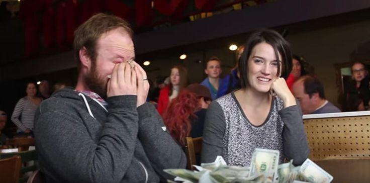 OsPraynksters são conhecidos por seus atos aleatórios de bondade para as pessoas que estão passando por tempos difíceis. Desta vez eles surpreenderam uma mãE de 30 anos de idade em Nampa, estado de Idaho, nos EUA. Em outubro (2016), Amanda Kofoed foi diagnosticada com linfomade Hodgkin em estágio 3. A equipe Praynksters convidou Amanda e seu marido para um café. O casal pensou que eles estavam lá para fazer um vídeo para oGoFundMe, um site dedicado a angariar fundos, no caso de Amanda…