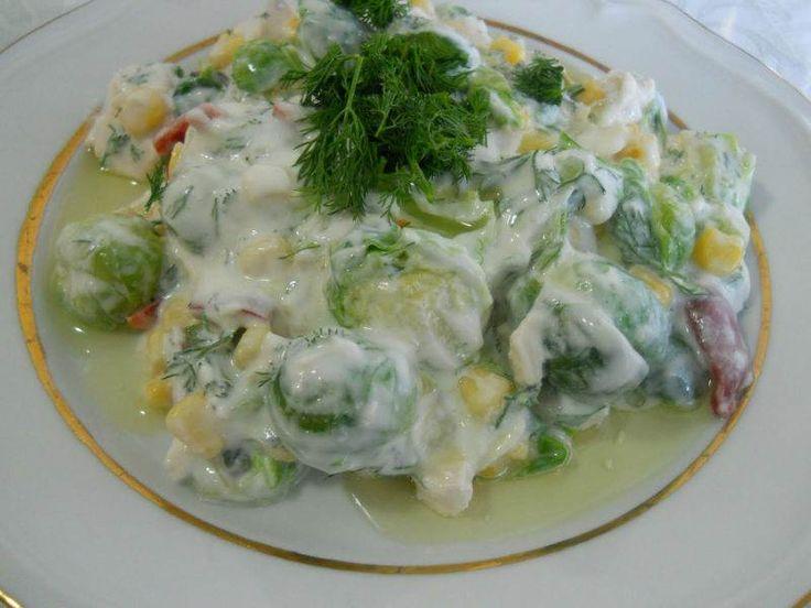 Brüksel lahanası ve yoğurtla yapılan çok değişik ve lezzetli bir yemek tarifi...