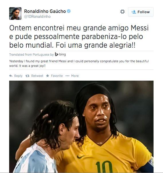 Le beau message de Ronaldinho à Messi sur Twitter - http://www.actusports.fr/112903/beau-message-ronaldinho-messi-twitter/