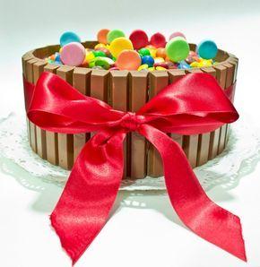 Tarta KitKat, M´s y Lacasitos....Tiene que estar riquísima