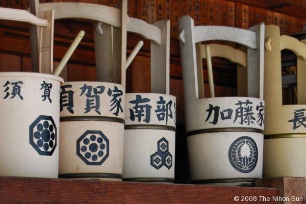 buckets used to clean cemetery markersJapan Japanese, Everyday Life, Cleanses, Buckets, Things Japanese, Everyday Japan, Japan 一番, Cleaning Cemetery, Cemetery Markers