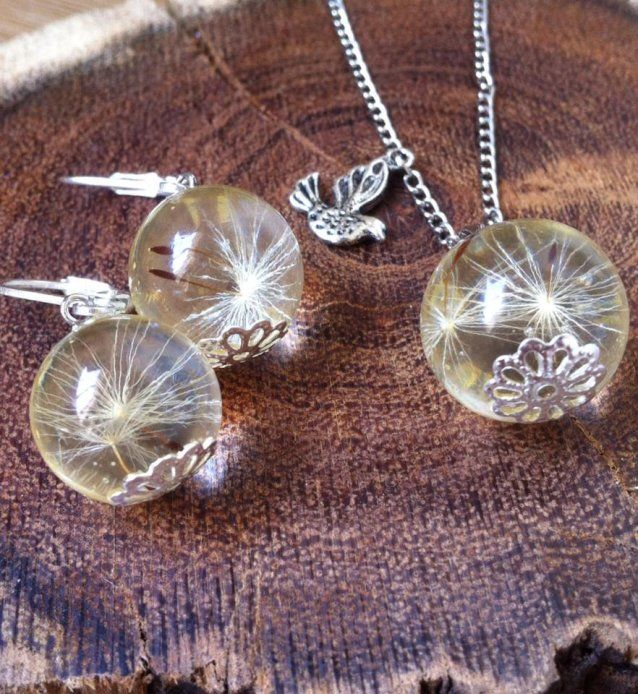 Flower Gift Set by Fine & Dandi. Earrings and chain with matching pendant